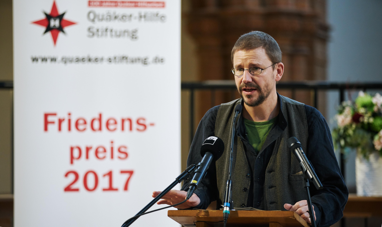 Germany, Berlin, 2017/12/05  Verleihung des Friedenspreises der Quäker-Hilfe Stiftung an an den Menschenrechtsverteidiger PETER STEUDTNER in der Gethsemanekirche in Berlin.